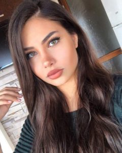 Sude Nur Kara - MyFenomen - Kozmetik Moda Influencerları